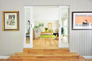 Плъзгаща интериорна врата към стая